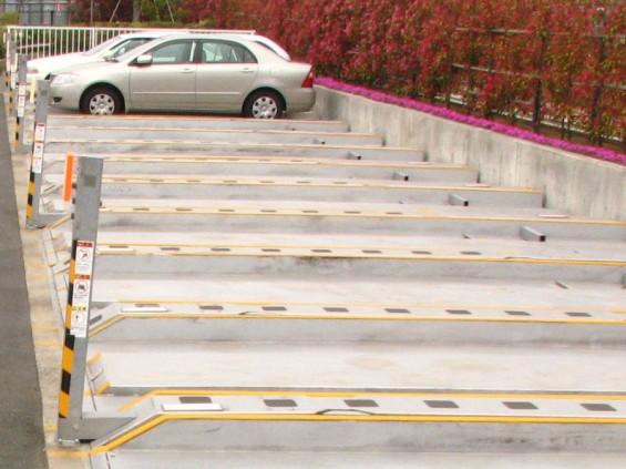 駅近の霊園-2段式駐車場-IMG2