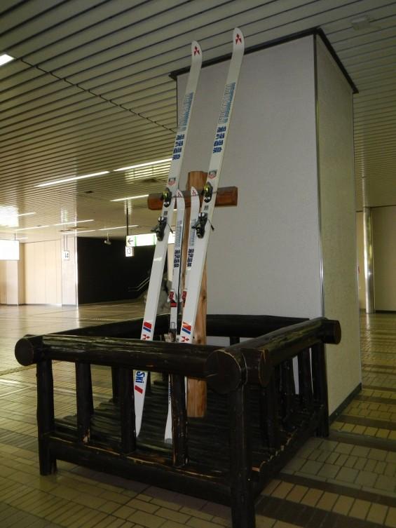JR越後湯沢駅 新幹線ホーム スキー板 DSCN3710