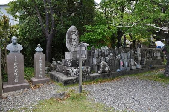 長宗我部信親(元親の長子)のお墓参りに雪蹊寺にDSC_0473
