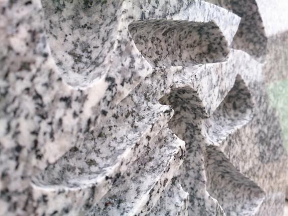墓石に刻む文字 書体と墓石色と色入れによる違い 白御影に色入れなしDSC_1962