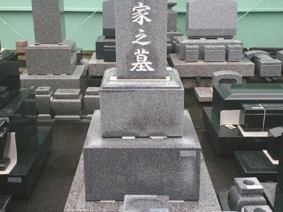 雨のあとのお墓の墓石 濡れると色が濃くなりますDSC_1961