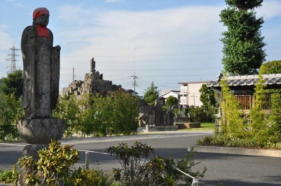 埼玉県上尾市 遍照院DSC_0052お地蔵様と無縁塔