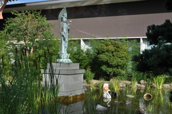 埼玉県上尾市 遍照院DSC_0091観音様と池