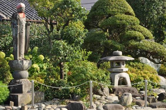 埼玉県上尾市 遍照院DSC_0054お地蔵様と灯篭