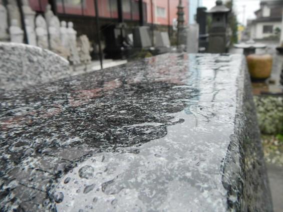 雨に濡れた墓石はこんな感じになりますDSCN5665_