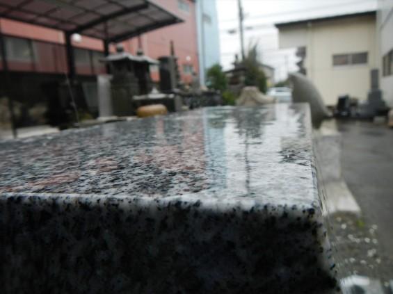 雨に濡れた墓石はこんな感じになりますDSCN5664_