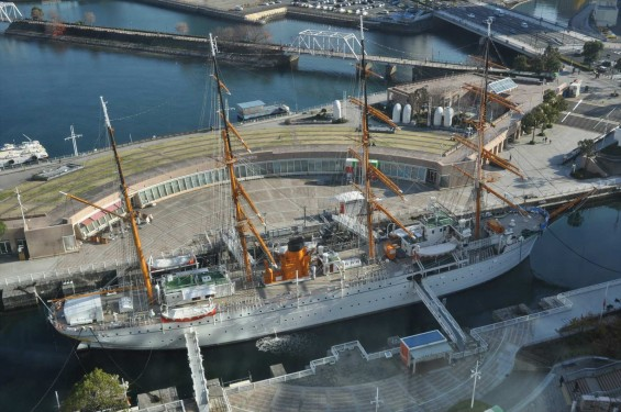 横浜ランドマークタワー 14階 大塚横浜支社から見える景色 日本丸DSC_0049