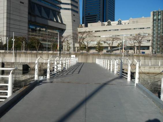 大塚横浜支社(ランドマークタワー)の隣にある日本丸DSCN6504 ドック 橋