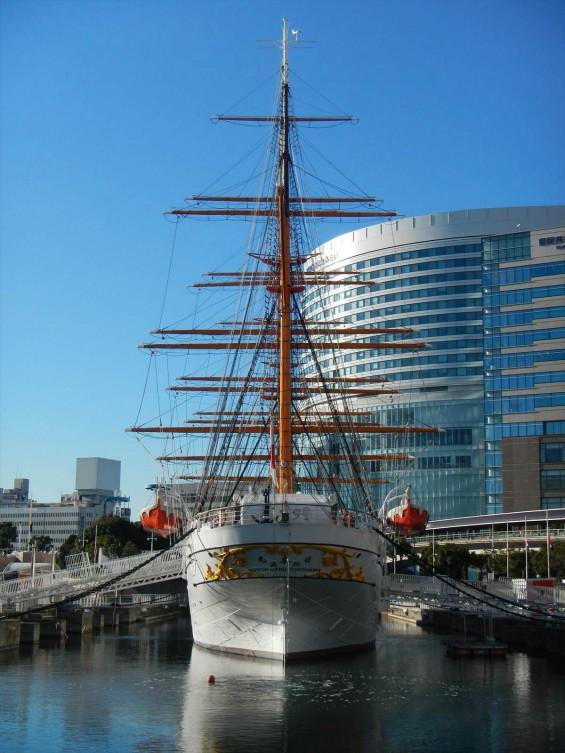 大塚横浜支社(ランドマークタワー)の隣にある日本丸DSCN6506 真後ろ