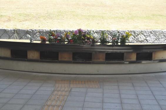 2015年5月 小平霊園の合葬式墓地 献花・焼香台DSC_0531