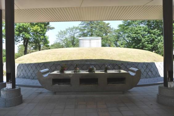2015年5月 小平霊園の合葬式墓地 献花・焼香台DSC_0525