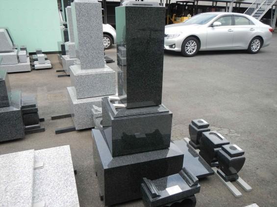 2015年5月25日 震度4の地震でお墓の墓石、石塔がズレるDSCN7041