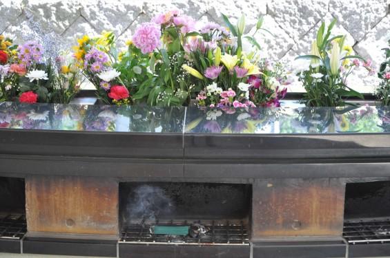 2015年5月 小平霊園の合葬式墓地 献花・焼香台DSC_0532