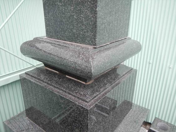 2015年5月25日 震度4の地震でお墓の墓石、石塔がズレるDSCN7040