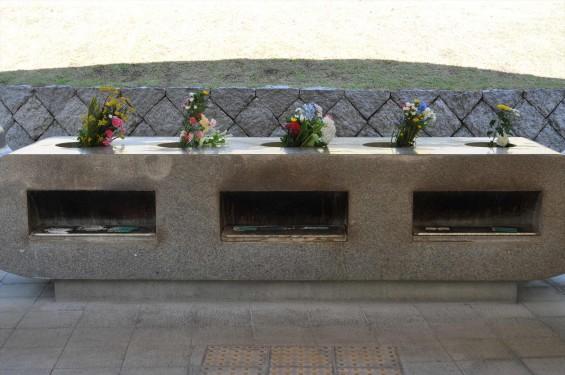 2015年5月 小平霊園の合葬式墓地 献花・焼香台DSC_0526
