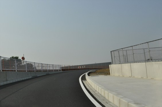 2015年10月 圏央道進捗状況 二ツ家アンダーパス開通(踏切だった場所)-DSC_4052