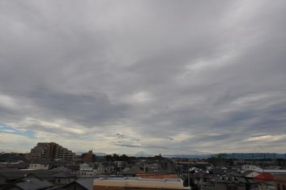 2015年10月3日 埼玉県上尾市から見える雲行きの激しい富士山DSC_4008