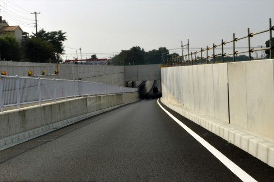 2015年10月 圏央道進捗状況 二ツ家アンダーパス開通(踏切だった場所)-DSC_4050
