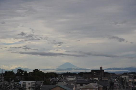 2015年10月3日 埼玉県上尾市から見える雲行きの激しい富士山DSC_4010