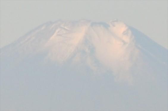 2015年11月4日 埼玉県上尾市から見える富士山 ギザギザ登山道 雪DSC_4113+-