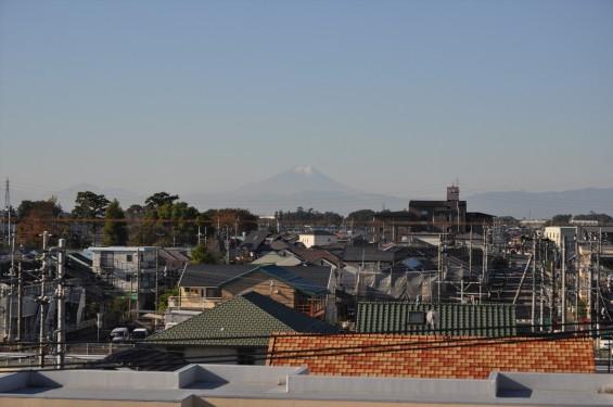 2015年11月4日 埼玉県上尾市から見える富士山 ギザギザ登山道 雪DSC_4102