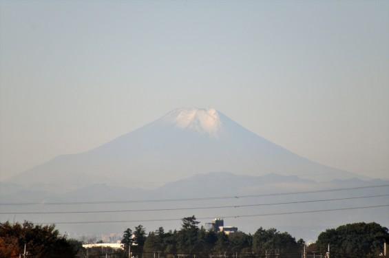 2015年11月4日 埼玉県上尾市から見える富士山 ギザギザ登山道 雪DSC_4113+