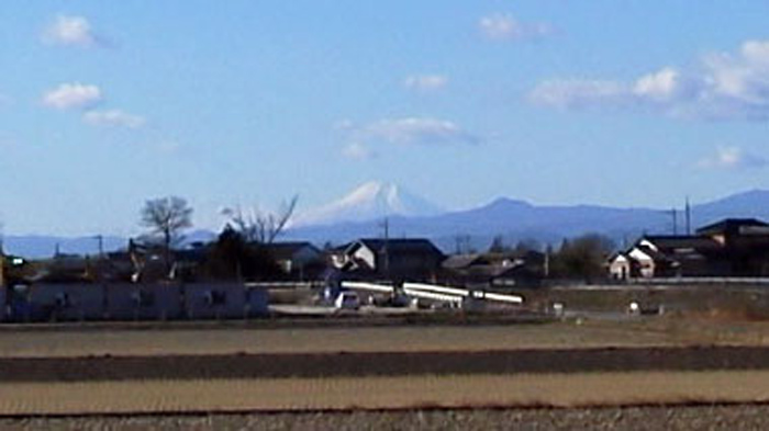 埼玉県鴻巣市 鴻巣霊園から見える富士山2015121909350000--